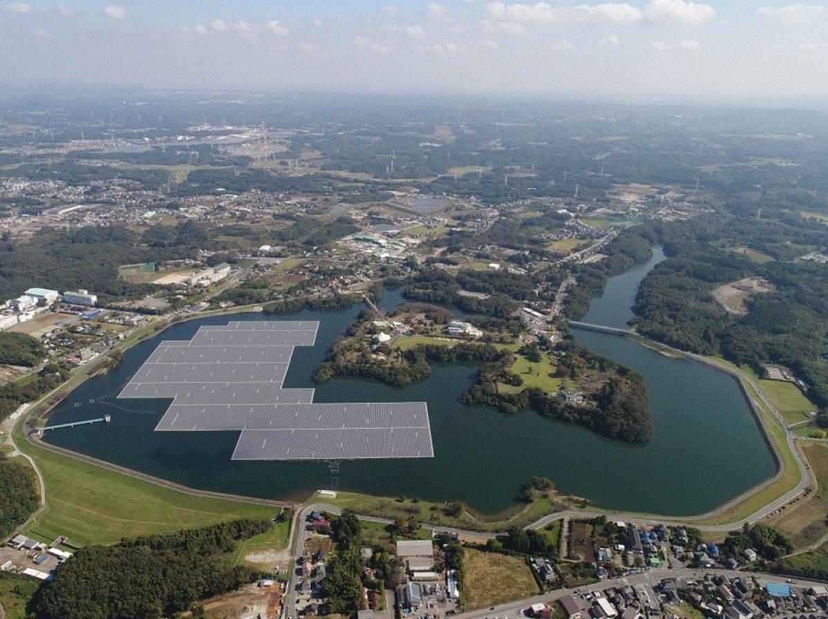 図1●完成直後の「千葉・山倉水上メガソーラー発電所」 (出所:京セラ)
