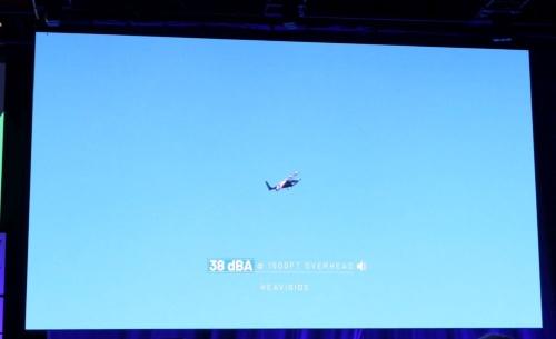 「TechCrunch Disrupt SF 2019」の講演会場で流した動画を撮影したもの。1500フィートの高さを巡航しているときの騒音は38dBAと小さいという。
