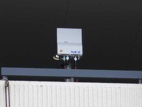 5Gアンテナ。同社は5Gにおいて、3.7ギガヘルツ帯ではNEC、28ギガヘルツ帯ではネットワーク機器ベンダーの米エアースパン(Airspan)の基地局を採用する