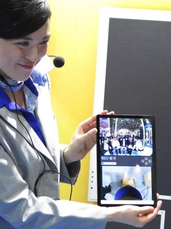 タブレットの「avatar-in」アプリによるアバターの遠隔操作画面