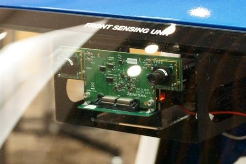 このボードの裏側に、R-Car V3Hを搭載した別のボードがある