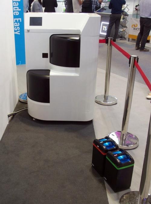 交換機能付き充電器(撮影:日経 xTECH)