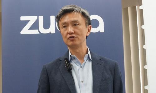 ズオラのツォCEOは「サブスクに乗り出す企業は物売り主体から顧客主体へと、発想を転換すべきだ」と力説する