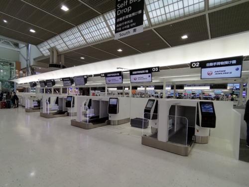 成田空港第2ターミナルへ新たに導入した手荷物自動預入機。航空会社向け予約システム大手のスペインのアマデウスITグループ(Amadeus IT Group)傘下である豪ICMエアポートテクニクス(ICM Airport Technics)製