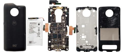 米モトローラ(Motorola)のスマートフォン「moto z3」などと組み合わせる「moto 5G」を分解したところ