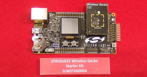 ブースには、Wireless Gecko Series 2の第1弾製品を搭載した開発用の評価ボードも展示されていた。日経 xTECHが撮影