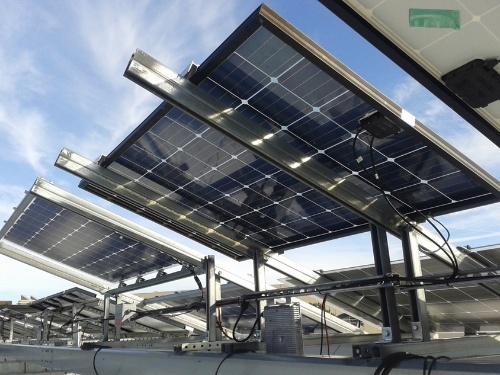 図1●両面受光型太陽電池の設置例
