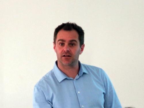 登壇したams CMOSイメージセンサー担当マーケティングディレクターのTom Walschap氏