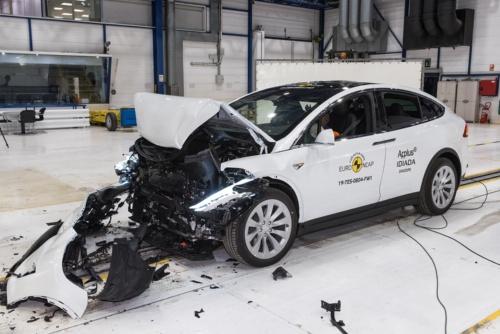 TeslaのEVセダン、 Model Xの衝突試験