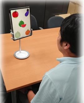 目の動きを解析し認知機能を評価するイメージ