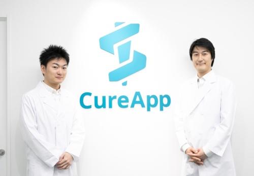 右から、CureAppの佐竹晃太CEO(最高経営責任者)兼医師、鈴木晋CDO(最高開発責任者)兼医師(出所:CureApp)