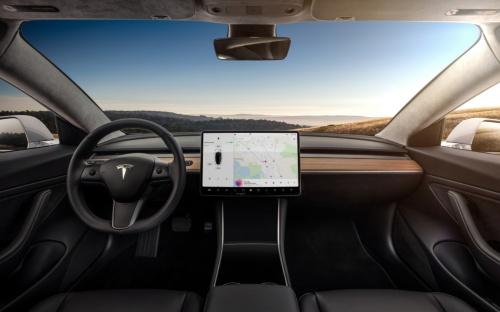 図2 TeslaのEV「モデル3」の内装