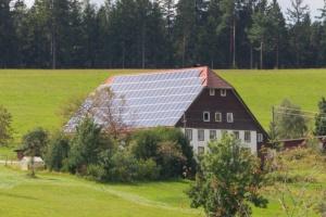 ドイツの屋根置き太陽光発電(出所:PIXTA)