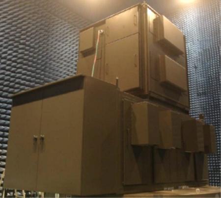 電波暗室に設置した高出力マイクロ波照射装置