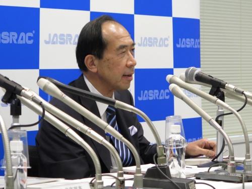 地裁判決後のJASRACの会見で発言する田中豊弁護士