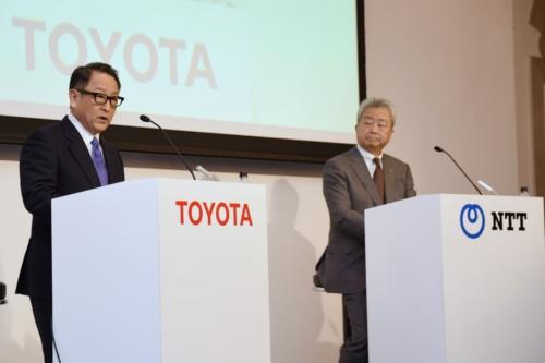 図5 記者会見で説明するトヨタ自動車社長の豊田章男氏