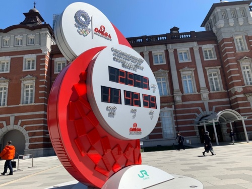 東京五輪開幕をカウントダウンしていた時計は、延期が決まると通常の日付や時刻を示すよう変わっていた