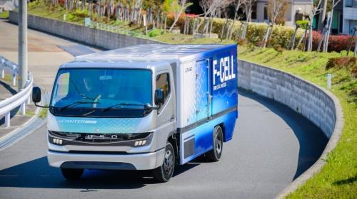 図1 三菱ふそうが開発した燃料電池(FC)トラックの試作車
