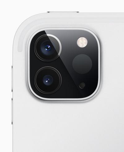 写真2 背面カメラに深度センサー