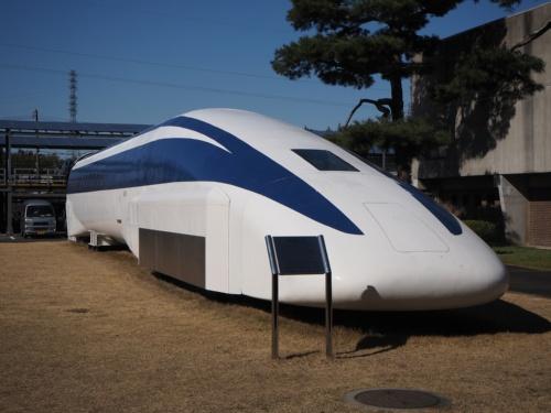 図1 山梨実験線を走ったリニアモーターカーの試作車「MLX01」