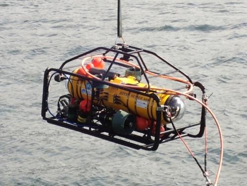 可視光無線通信デバイスを搭載した水中無人探査機(ROV)