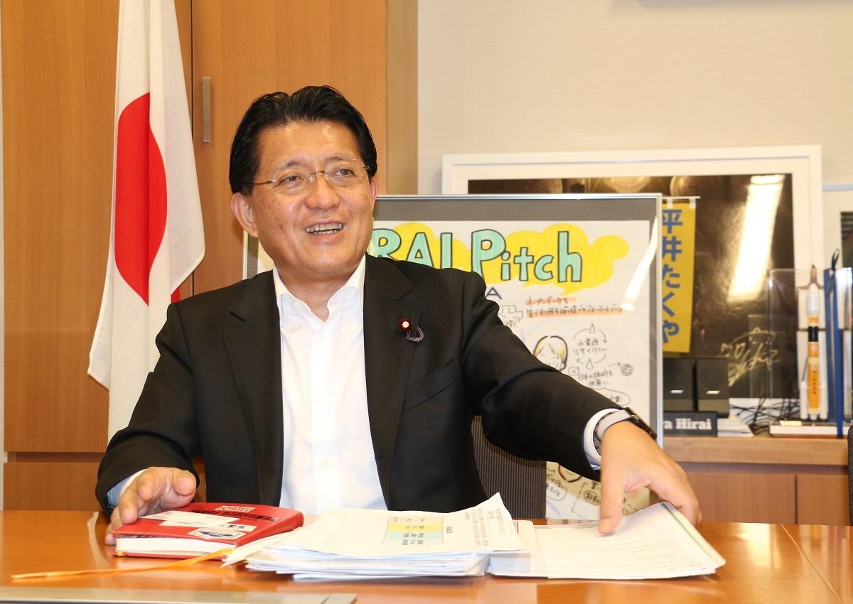 自民党デジタル社会推進特別委員長の平井卓也衆院議員