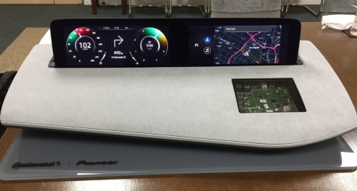 パイオニアとコンチネンタルが共同開発した統合コックピットのコンセプト