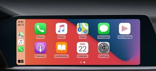 CarPlayモードで動作中の車載情報機器の画面。「iOS 14」から壁紙を変更可能になる