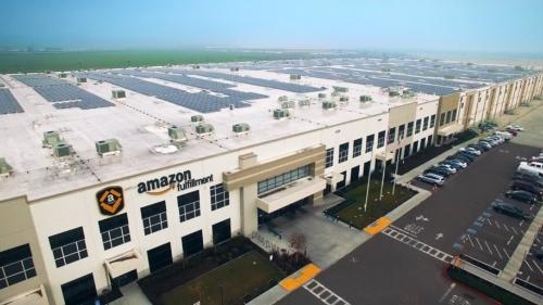 図1●アマゾン・フルフィルメントセンターに導入された屋根置き太陽光発電