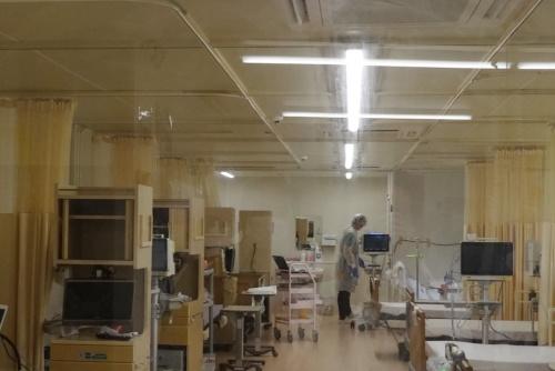 湘南鎌倉総合病院が運営する新型コロナウイルス専用施設(出所:日経クロステック)