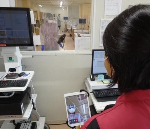 湘南鎌倉総合病院が運営する新型コロナウイルス専用施設ではタブレット端末を活用している(出所:日経クロステック)