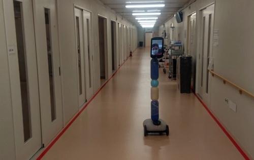湘南鎌倉総合病院が運営する新型コロナウイルス専用施設で活躍するアバターロボット(出所:湘南鎌倉総合病院)