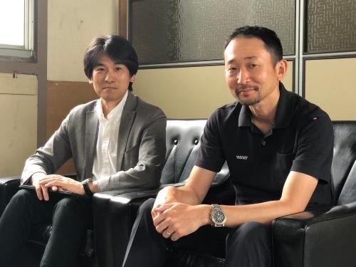 由紀精密の大坪正人氏(左)と永松純氏