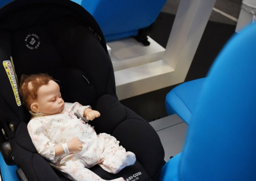 図2 後部座席のチャイルドシートに寝る幼児を検知
