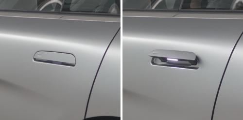 ドアノブの施錠時(写真左)と開錠時(写真右)