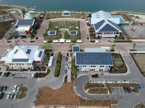 図5●バブコック・ランチ内の商業施設に導入された太陽光発電システム