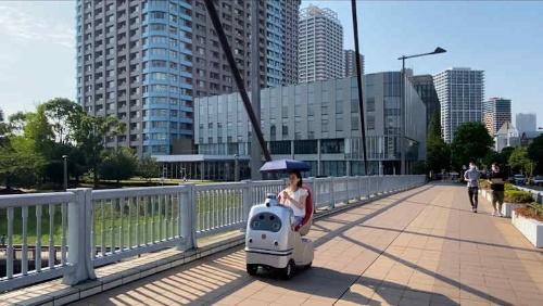 大川端リバーシティ21でのラクロの走行実験の様子