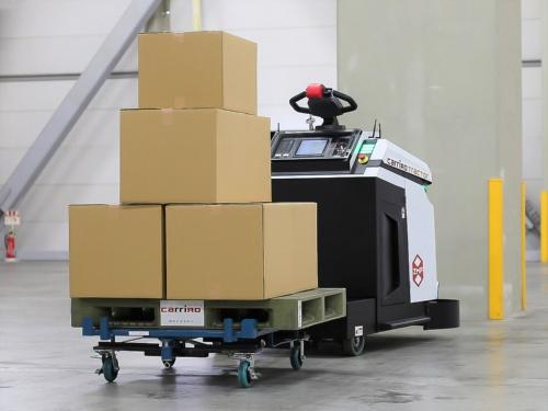 図2 調達した海外メーカー製の車両にZMPの自動運転技術を搭載