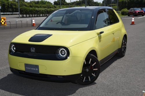 図1 ホンダが2020年10月30日に日本で発売する量産EV「Honda e」