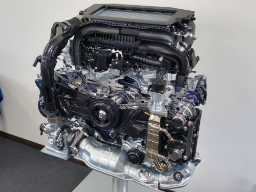 スバルがリーンバーンを実現した新型直噴ターボエンジン。圧縮比は10.4と一般的な水準。ボア×ストローク=80.6×88.0mmで、少しロングストロークにした。レギュラーガソリン仕様(撮影:日経クロステック)