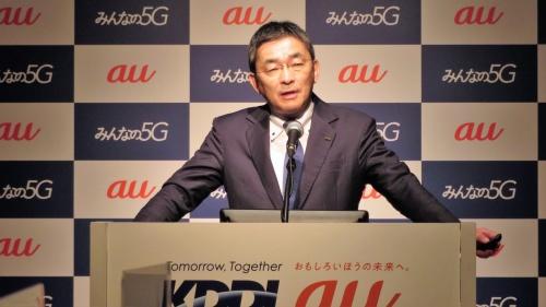 iPhone 12の発売に向けた新施策を発表するKDDIの高橋誠社長