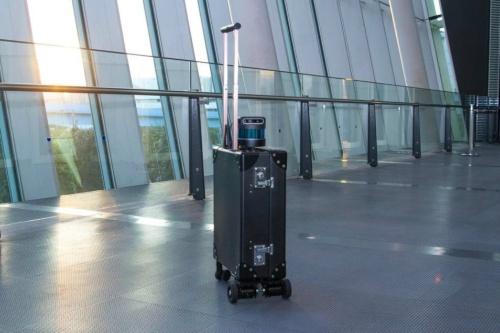 図2 次世代移動支援技術開発コンソーシアムが開発する「AIスーツケース」