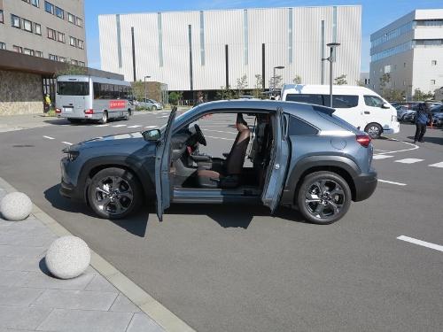 小型SUVの新型「MX-30」
