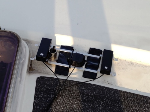 実験船の屋根に取り付けられた4Gのアンテナ。2基でダイバーシティー(複数)構成としている
