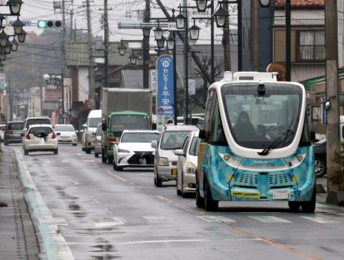 一般車と速度差があるため、自動運転バスを先頭に渋滞することがある