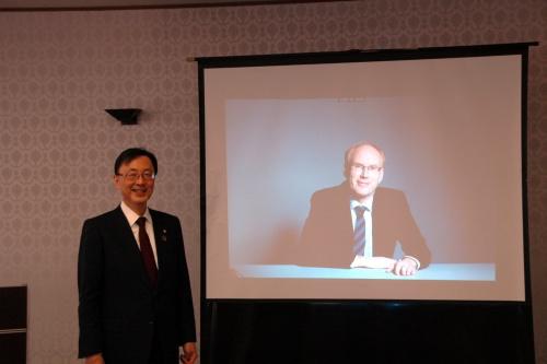 左が日本精工代表執行役社長兼最高経営責任者(CEO)の内山俊弘氏、右がBKVのCEOであるMarcel Van Helten(マルセル・ファン・ヘルテン)氏(撮影:日経クロステック)