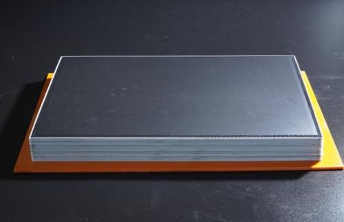 全樹脂電池はセルを積み重ねるだけで積層化が可能