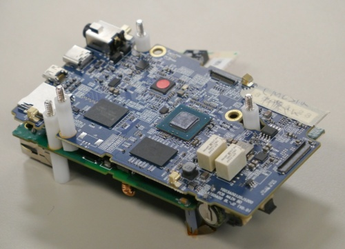 図3 AIカメラ試作機に搭載する基板