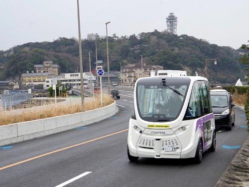 神奈川県藤沢市の江の島周辺を走る自動運転バス