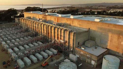 図1●カリフォルニア州で稼働した世界最大規模のエネルギー貯蔵設備(出力300 MW /容量1200 MWh)